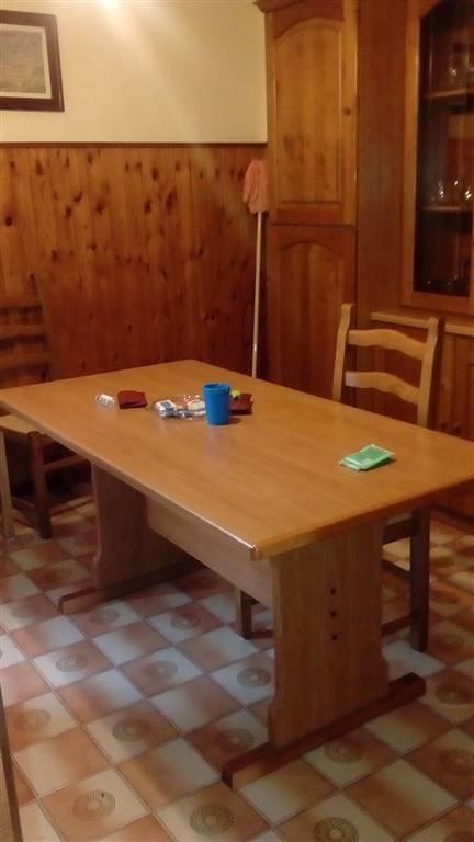 Appartamento in vendita a Spoleto, 5 locali, zona Località: PERIFERIA, prezzo € 90.000 | CambioCasa.it