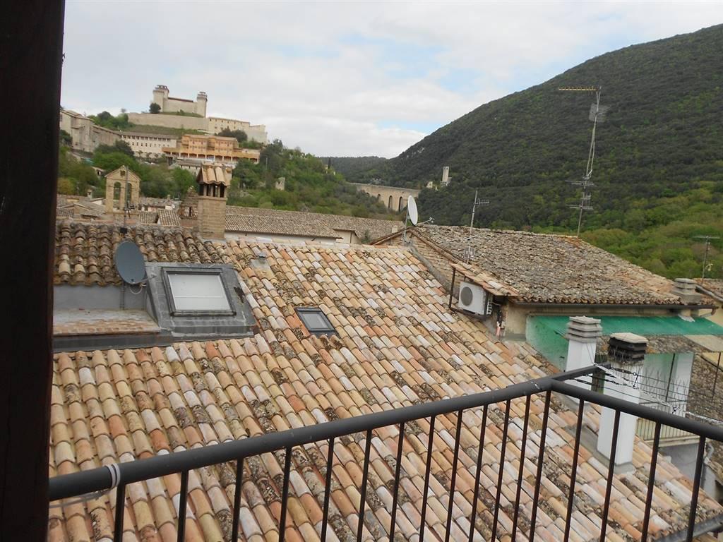 Appartamento in vendita a Spoleto, 4 locali, zona Località: CENTRO STORICO, prezzo € 180.000   Cambio Casa.it