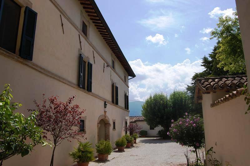 Rustico / Casale in vendita a Spoleto, 13 locali, zona Località: PERIFERIA, prezzo € 530.000 | CambioCasa.it