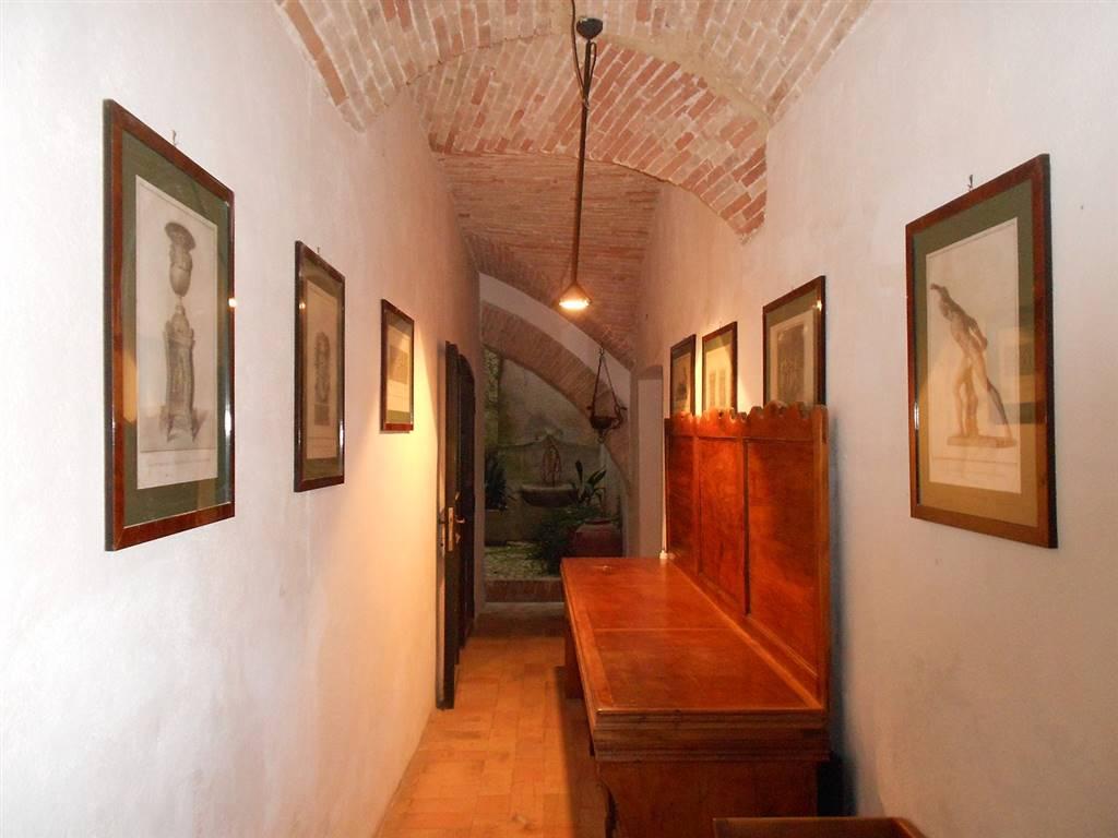 Appartamento in vendita a Spoleto, 5 locali, zona Località: CENTRO STORICO, prezzo € 280.000   CambioCasa.it