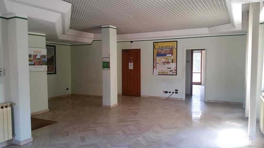 Ufficio / Studio in vendita a Spoleto, 4 locali, zona Località: CITTA', prezzo € 180.000 | CambioCasa.it