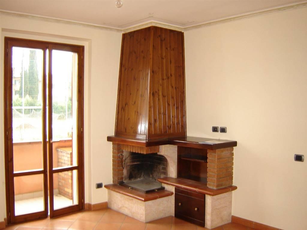 Appartamento in vendita a Spoleto, 3 locali, zona Località: PERIFERIA, prezzo € 120.000 | CambioCasa.it
