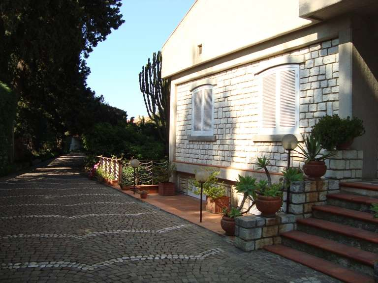 Villa vendita PALERMO (PA) - 7 LOCALI - 600 MQ