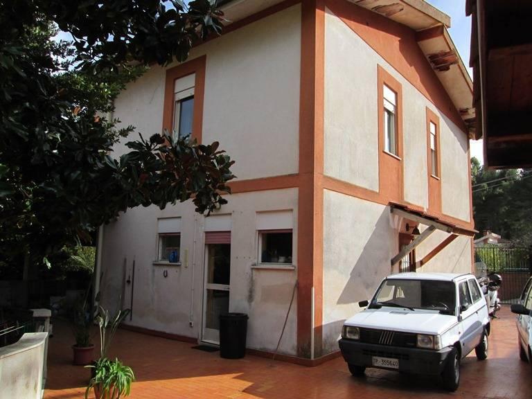 Villa in vendita a Palermo, 7 locali, prezzo € 210.000 | Cambio Casa.it