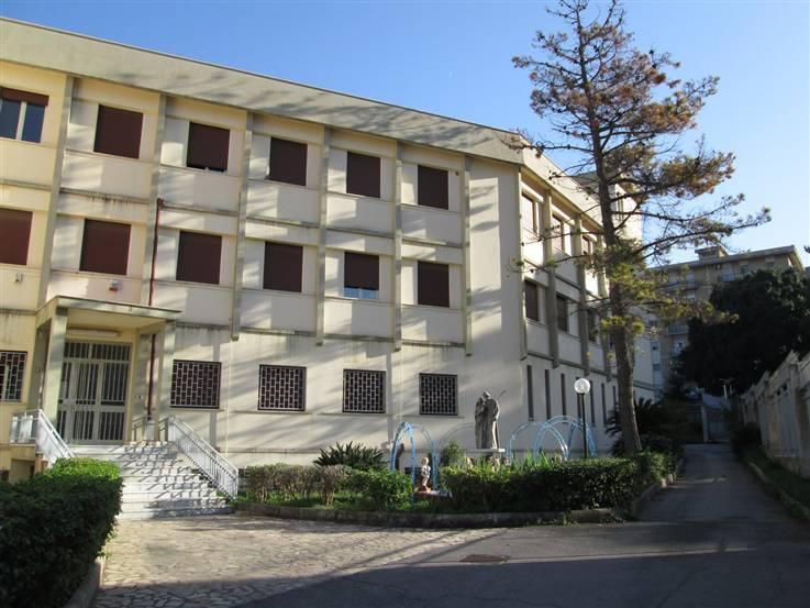 Palazzo / Stabile in Vendita a Palermo