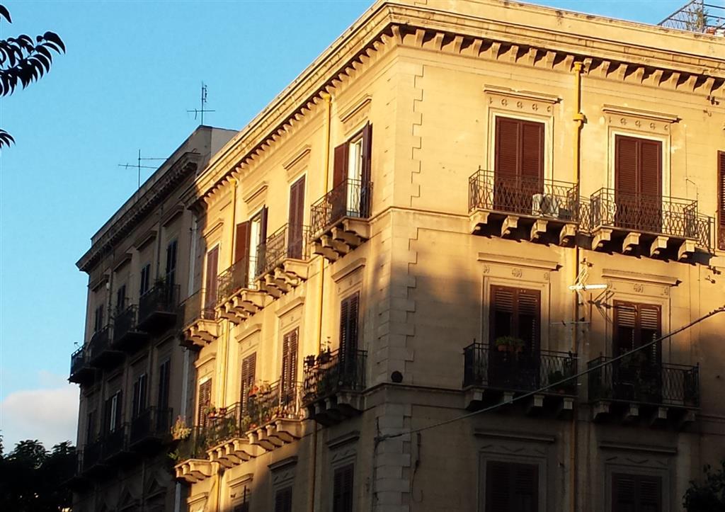 Appartamento in affitto a Palermo, 5 locali, zona Zona: Politeama, prezzo € 700 | Cambio Casa.it