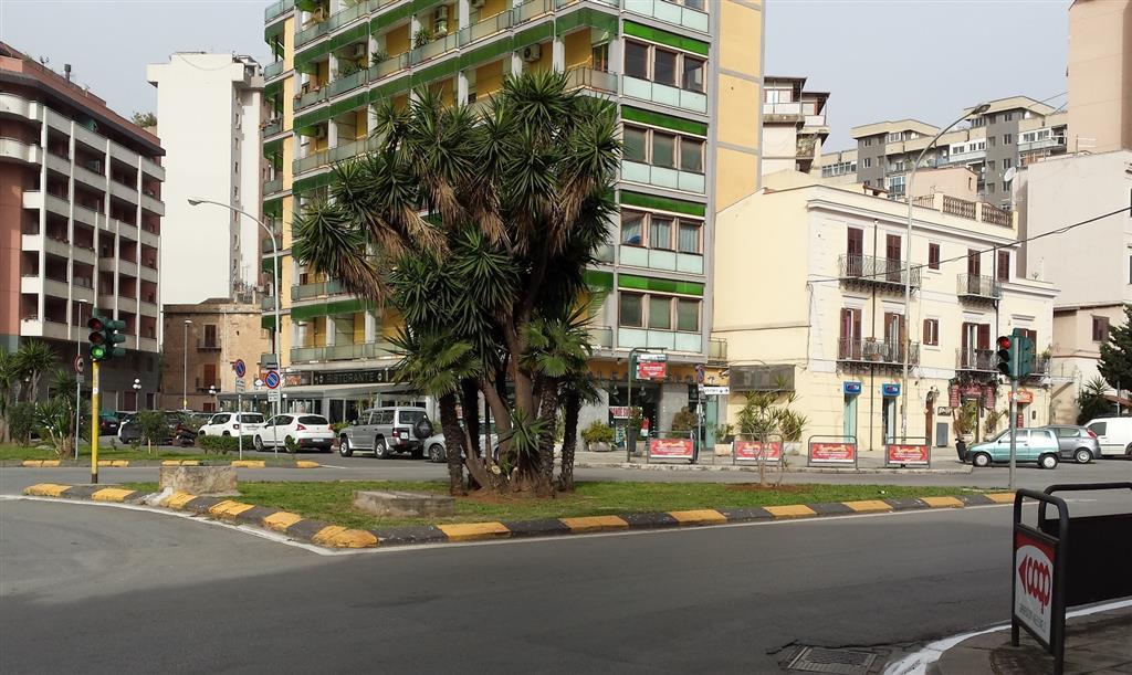 Magazzino in affitto a Palermo, 9999 locali, zona Località: LAZIO-CAMPANIA-DE GASPERI-STATUA, prezzo € 800 | Cambio Casa.it