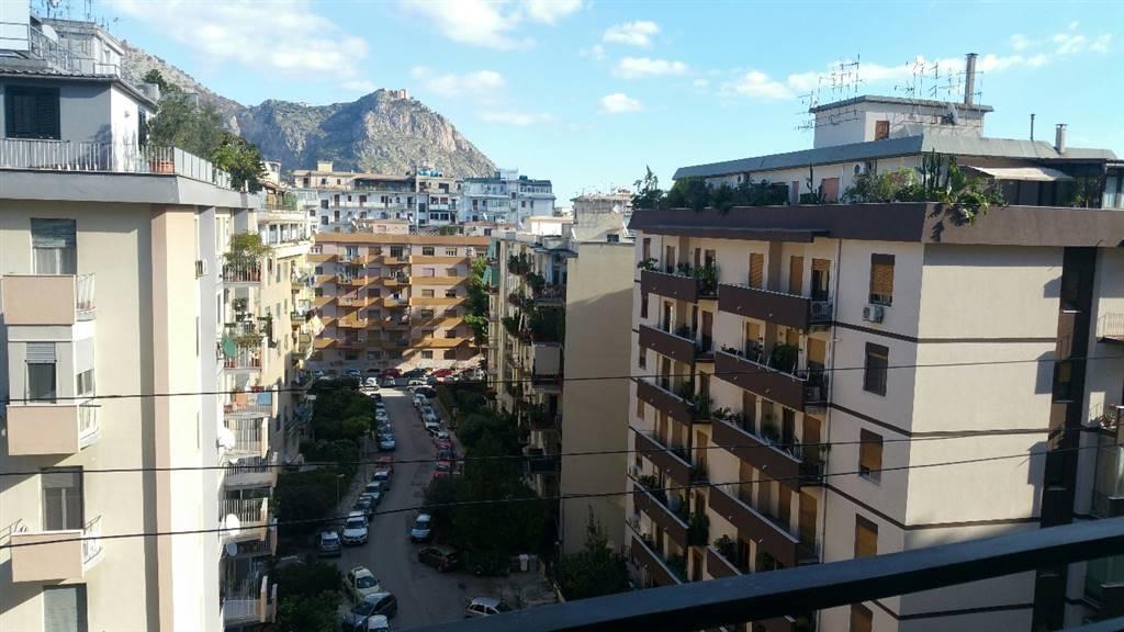Appartamento in affitto a Palermo, 5 locali, zona Località: LAZIO-CAMPANIA-DE GASPERI-STATUA, prezzo € 700 | Cambio Casa.it