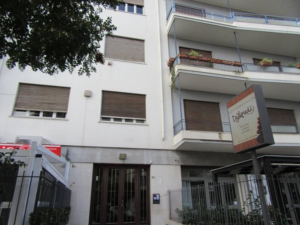 Appartamento in affitto a Palermo, 6 locali, zona Zona: Unità d'Italia, prezzo € 1.000   Cambio Casa.it