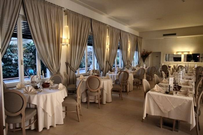 Albergo in vendita a Sarzana, 9999 locali, Trattative riservate | Cambio Casa.it
