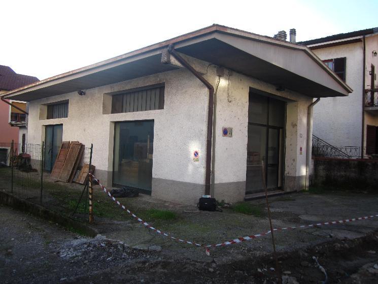 Immobile Commerciale in vendita a Brugnato, 3 locali, prezzo € 130.000 | Cambio Casa.it