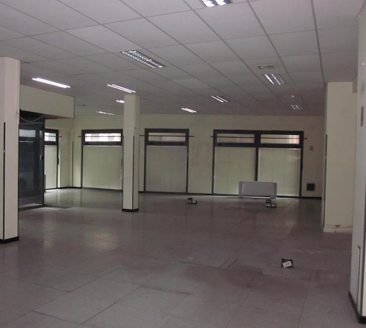 Immobile Commerciale in affitto a Sarzana, 6 locali, zona Località: CENTRO STORICO, prezzo € 3.500 | CambioCasa.it