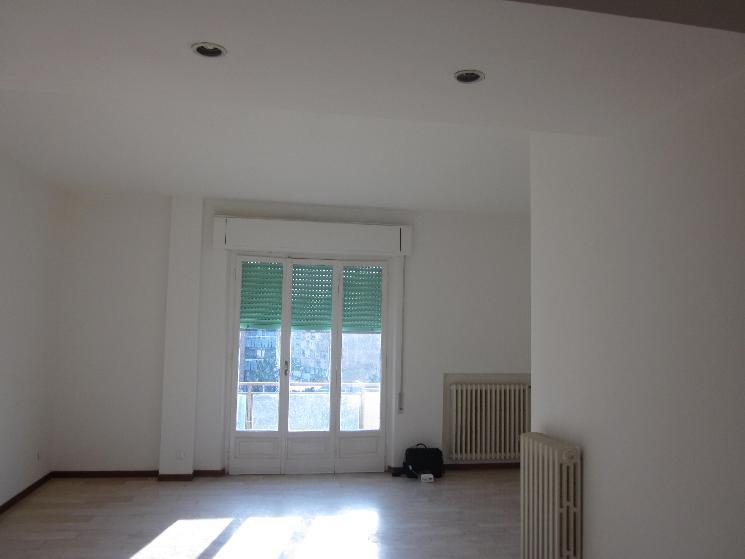 Appartamento in affitto a Sarzana, 4 locali, zona Località: SARZANA, prezzo € 750 | Cambio Casa.it