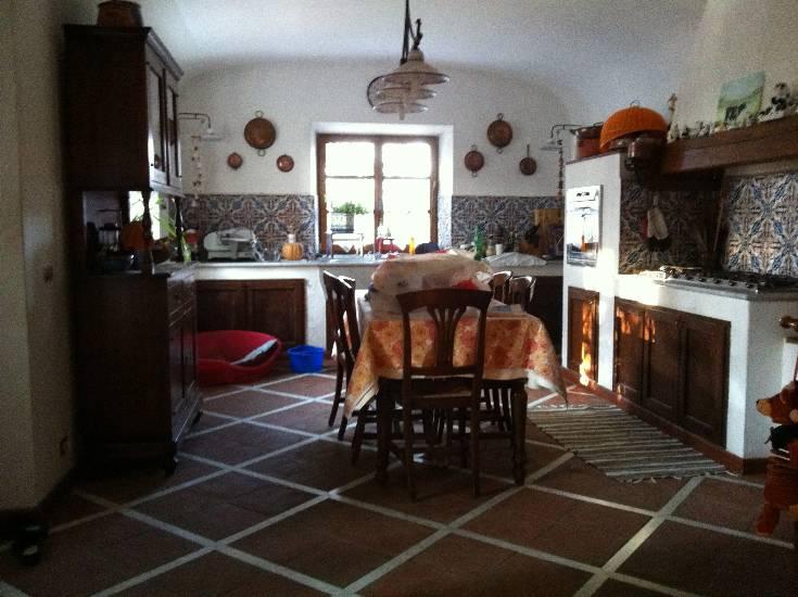 Villa in vendita a Castelnuovo Magra, 15 locali, zona Zona: Colombiera, prezzo € 1.100.000 | Cambio Casa.it