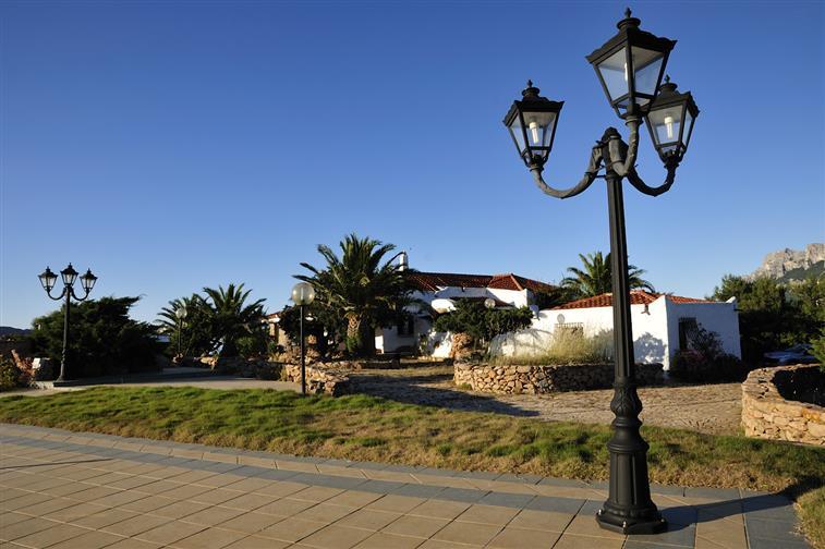 Villa in vendita a Loiri Porto San Paolo, 30 locali, zona Zona: Porto San Paolo, Trattative riservate | CambioCasa.it