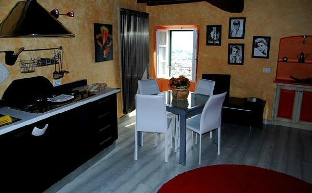 Soluzione Indipendente in affitto a Ameglia, 2 locali, prezzo € 1.500 | Cambio Casa.it