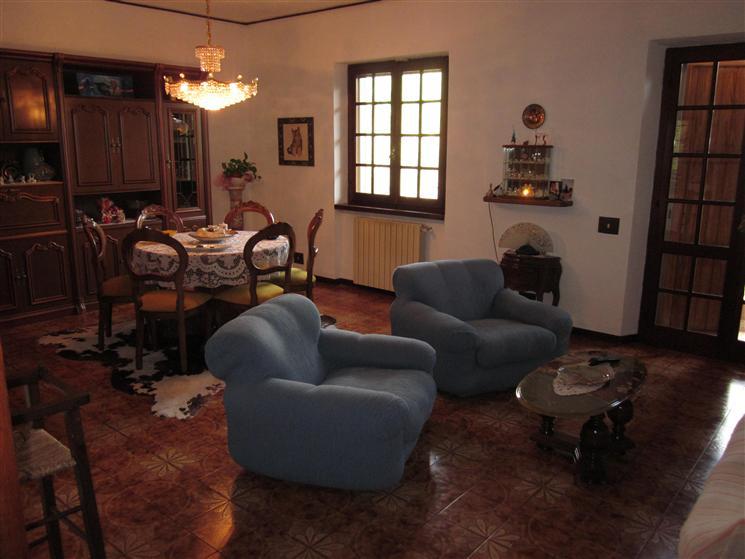 Villa in vendita a Ortonovo, 10 locali, zona Zona: Dogana, prezzo € 370.000   Cambio Casa.it