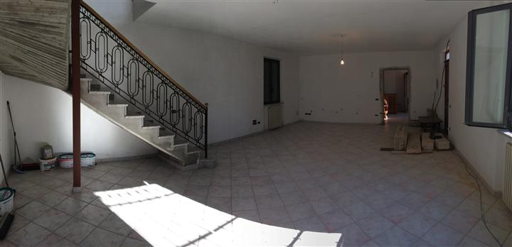 Villa in vendita a Sarzana, 14 locali, zona Località: SARZANELLO, Trattative riservate | CambioCasa.it