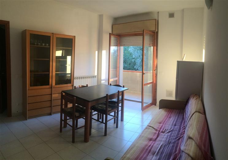 Appartamento in vendita a Ortonovo, 3 locali, zona Zona: Luni Mare, prezzo € 125.000   Cambio Casa.it