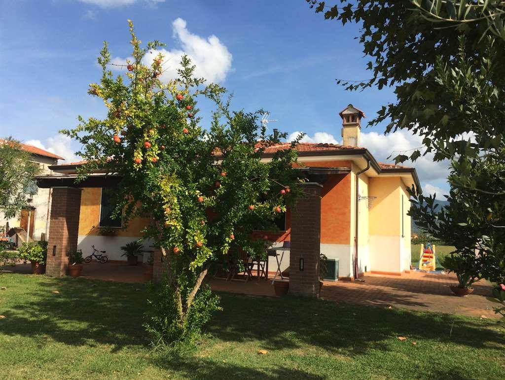 Villa in vendita a Sarzana, 6 locali, Trattative riservate | CambioCasa.it