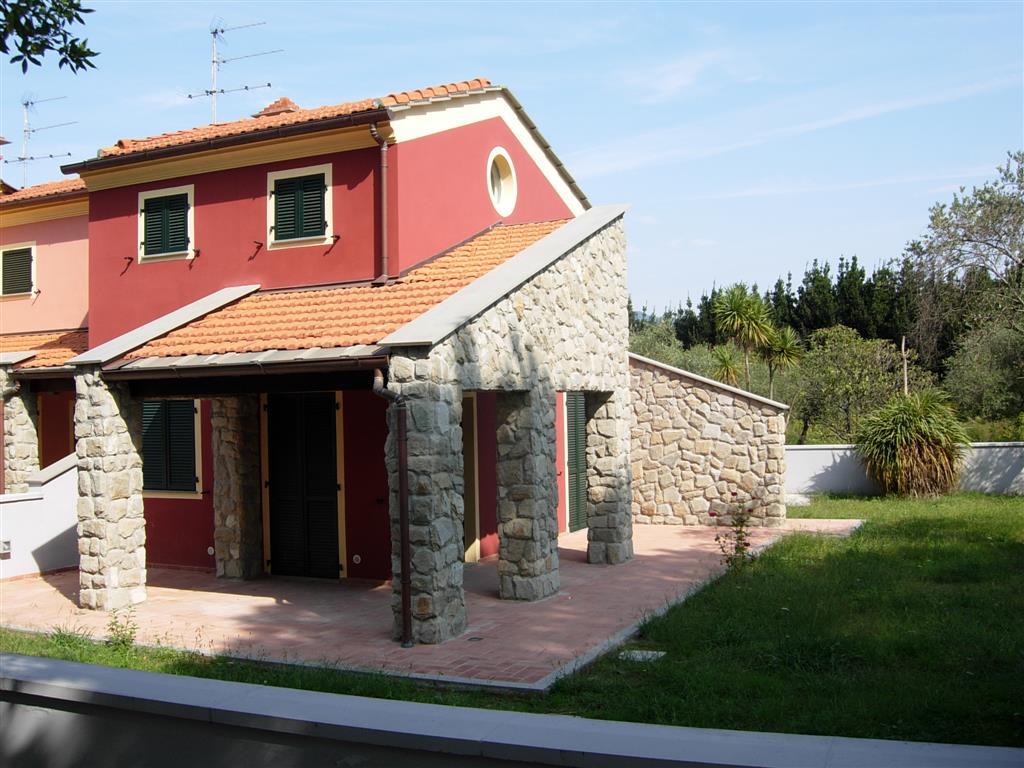 Casa semi indipendente sarzana cerca case semi for Case la spezia