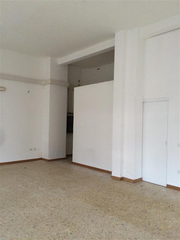 Immobile Commerciale in affitto a Sarzana, 1 locali, zona Località: SARZANA, prezzo € 800 | Cambio Casa.it