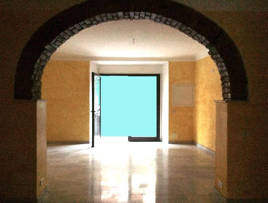 Immobile Commerciale in affitto a Sarzana, 2 locali, zona Località: SARZANA, prezzo € 900 | Cambio Casa.it