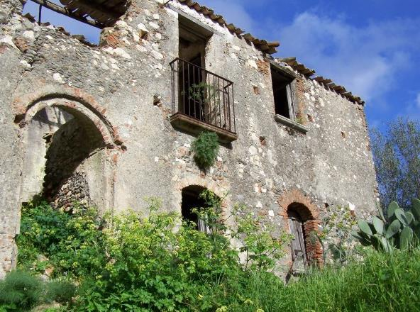 Rustico / Casale in vendita a Sarzana, 10 locali, zona Località: SANTA CATERINA, prezzo € 450.000   Cambio Casa.it