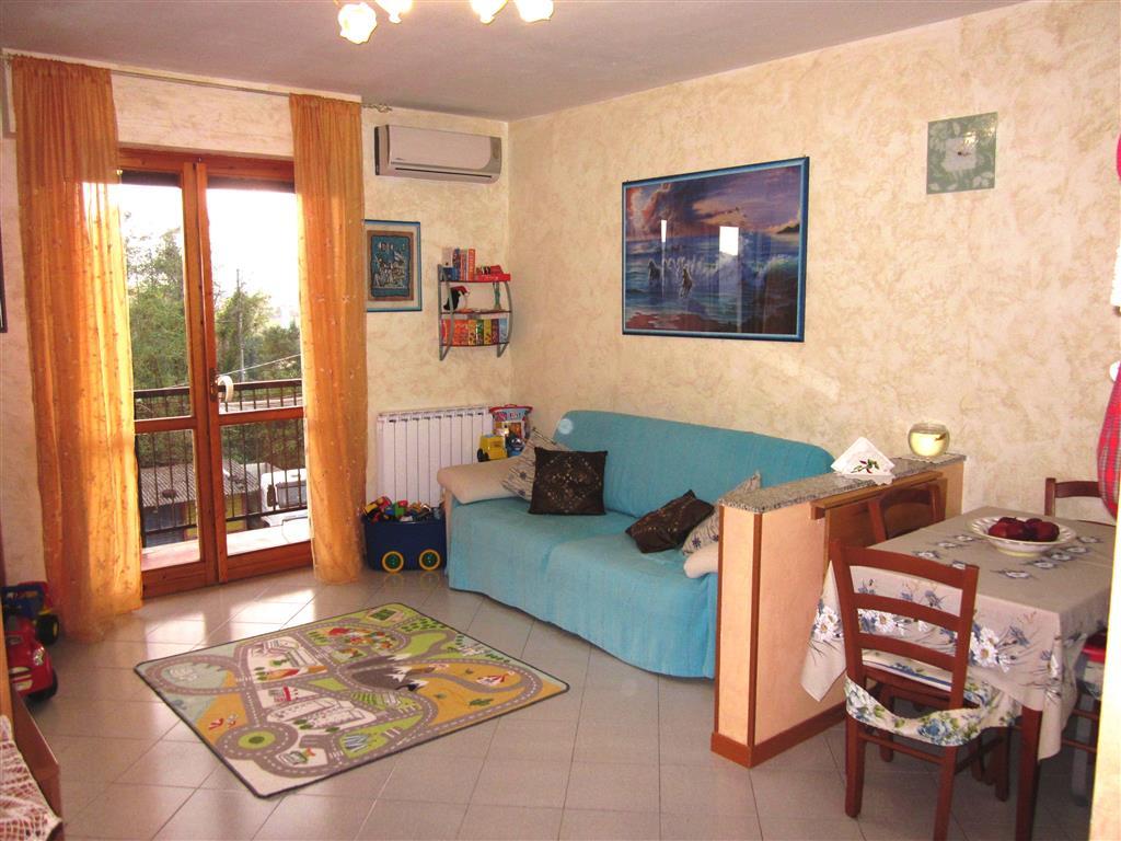 Appartamento in vendita a Santo Stefano di Magra, 3 locali, zona Zona: Ponzano Belaso, prezzo € 90.000 | Cambio Casa.it