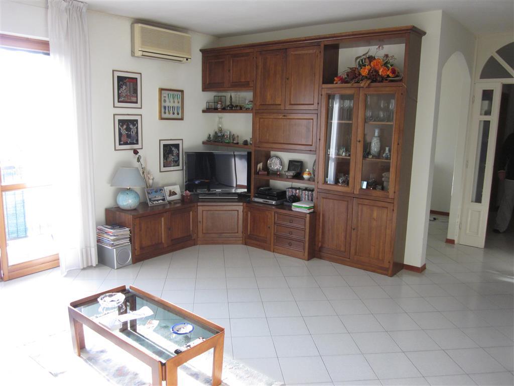 Appartamento in vendita a Santo Stefano di Magra, 4 locali, zona Zona: Ponzano Belaso, prezzo € 150.000 | Cambio Casa.it