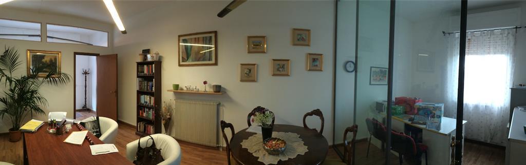 Ufficio / Studio in vendita a Castelnuovo Magra, 6 locali, zona Zona: Molicciara, prezzo € 130.000 | Cambio Casa.it