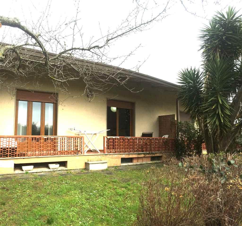 Villa a Schiera in Affitto a Ameglia