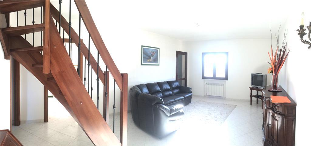 Appartamento in vendita a Santo Stefano di Magra, 6 locali, zona Zona: Ponzano Magra, prezzo € 300.000 | CambioCasa.it