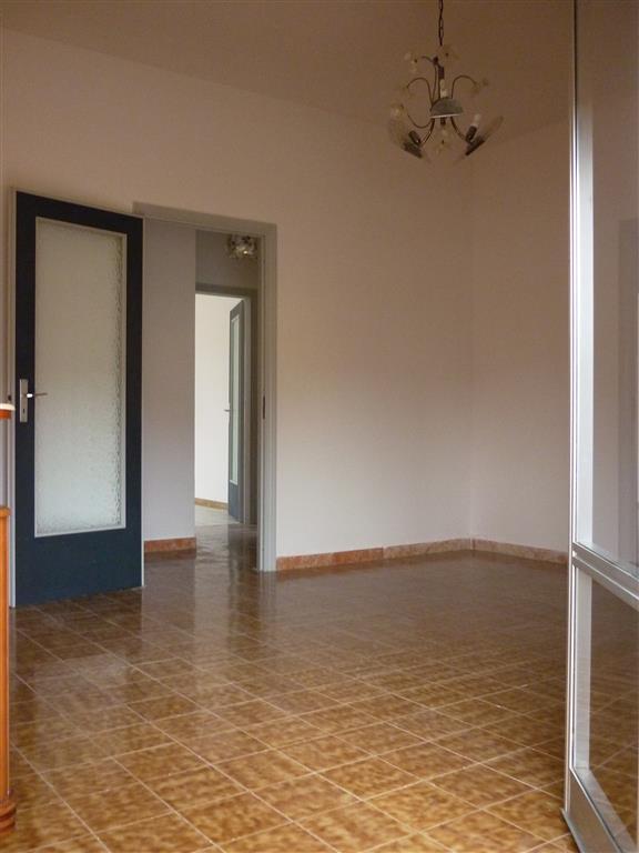 Appartamento in affitto a Bolano, 6 locali, zona Zona: Ceparana, prezzo € 600 | CambioCasa.it