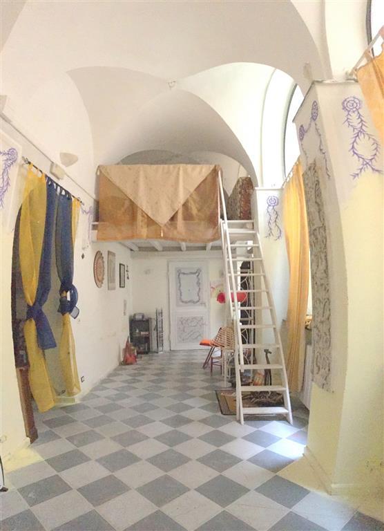 Immobile Commerciale in affitto a Sarzana, 4 locali, zona Località: CENTRO STORICO, prezzo € 600 | CambioCasa.it
