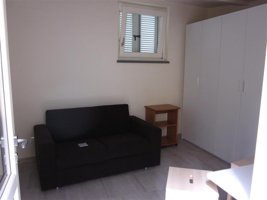 Soluzione Indipendente in affitto a Carrara, 1 locali, zona Zona: Marina di Carrara, prezzo € 1.200 | Cambio Casa.it