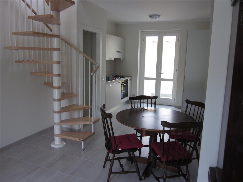 Soluzione Indipendente in affitto a Carrara, 4 locali, zona Zona: Marina di Carrara, prezzo € 2.100 | Cambio Casa.it