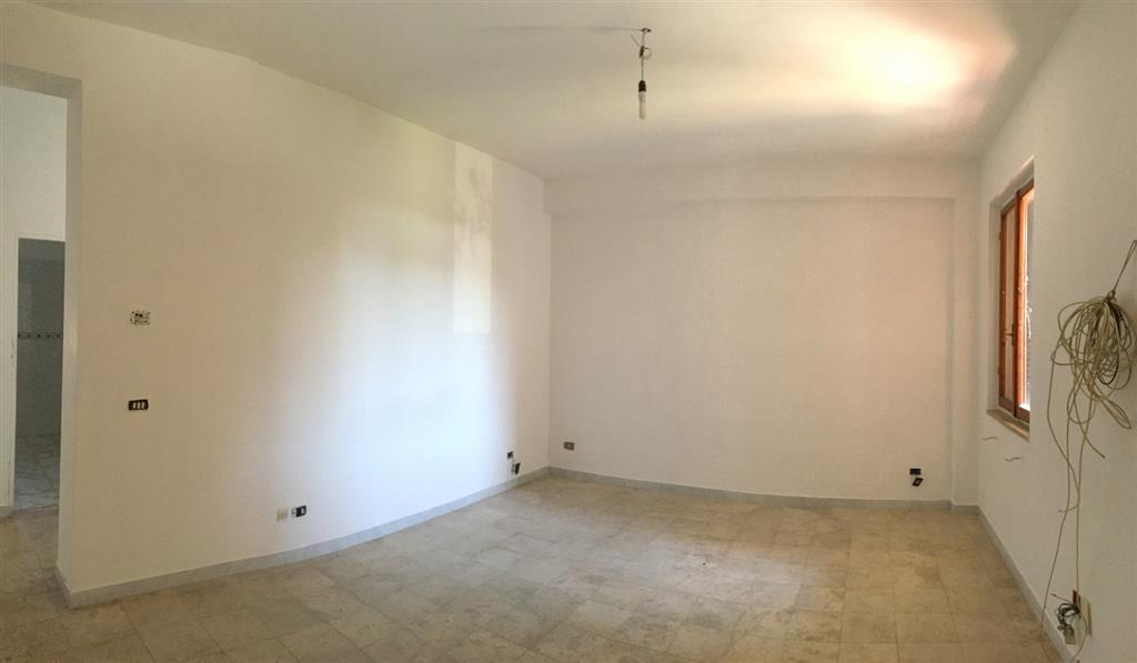 Appartamento in vendita a Ortonovo, 5 locali, zona Zona: Dogana, prezzo € 80.000   Cambio Casa.it