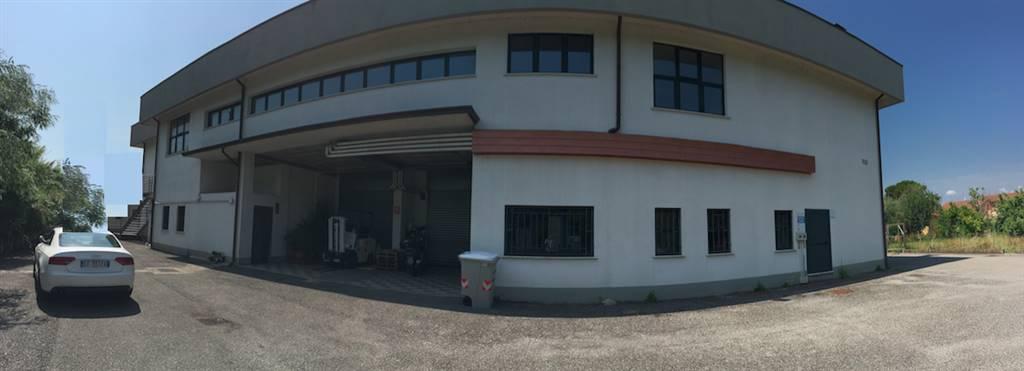 Immobile Commerciale in affitto a Sarzana, 14 locali, zona Località: VARIANTE, prezzo € 14.000 | Cambio Casa.it
