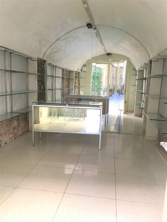 Immobile Commerciale in affitto a Sarzana, 2 locali, zona Località: CENTRO STORICO, prezzo € 700 | Cambio Casa.it