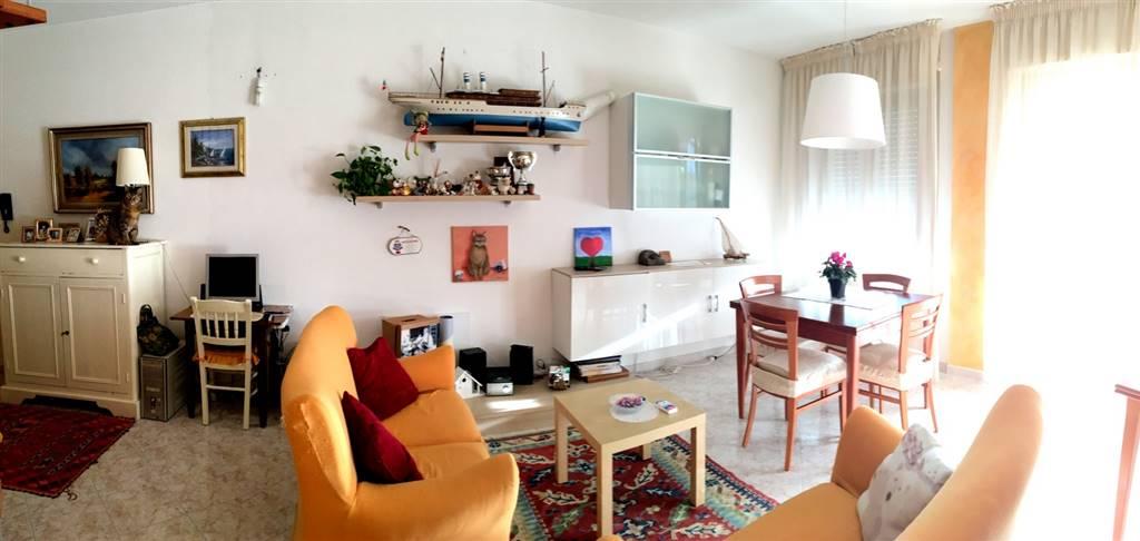Appartamento in vendita a Santo Stefano di Magra, 7 locali, zona Zona: Ponzano Magra, prezzo € 180.000 | Cambio Casa.it