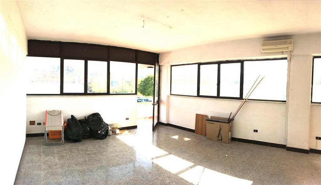 Ufficio / Studio in affitto a Castelnuovo Magra, 3 locali, zona Zona: Molicciara, prezzo € 400 | Cambio Casa.it
