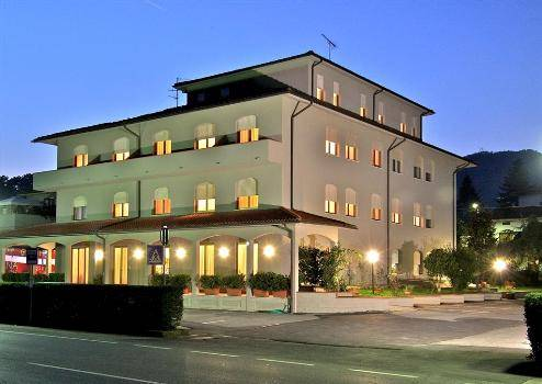 Albergo in affitto a Sarzana, 16 locali, zona Località: SARZANA, prezzo € 4.000 | Cambio Casa.it