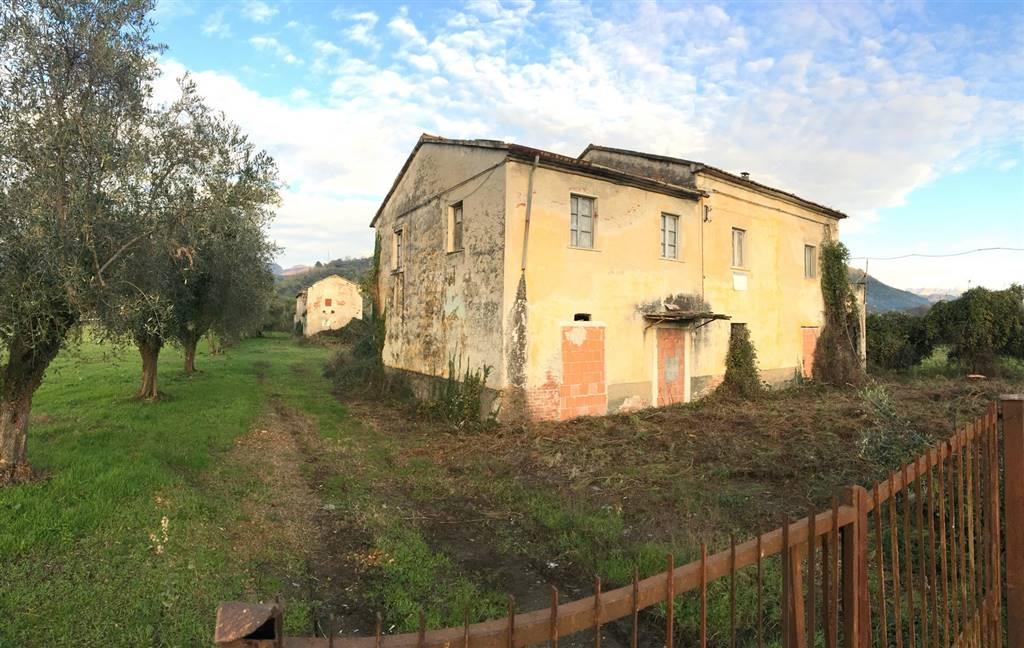 Soluzione Indipendente in vendita a Ortonovo, 30 locali, zona Zona: Casano, prezzo € 430.000 | Cambio Casa.it