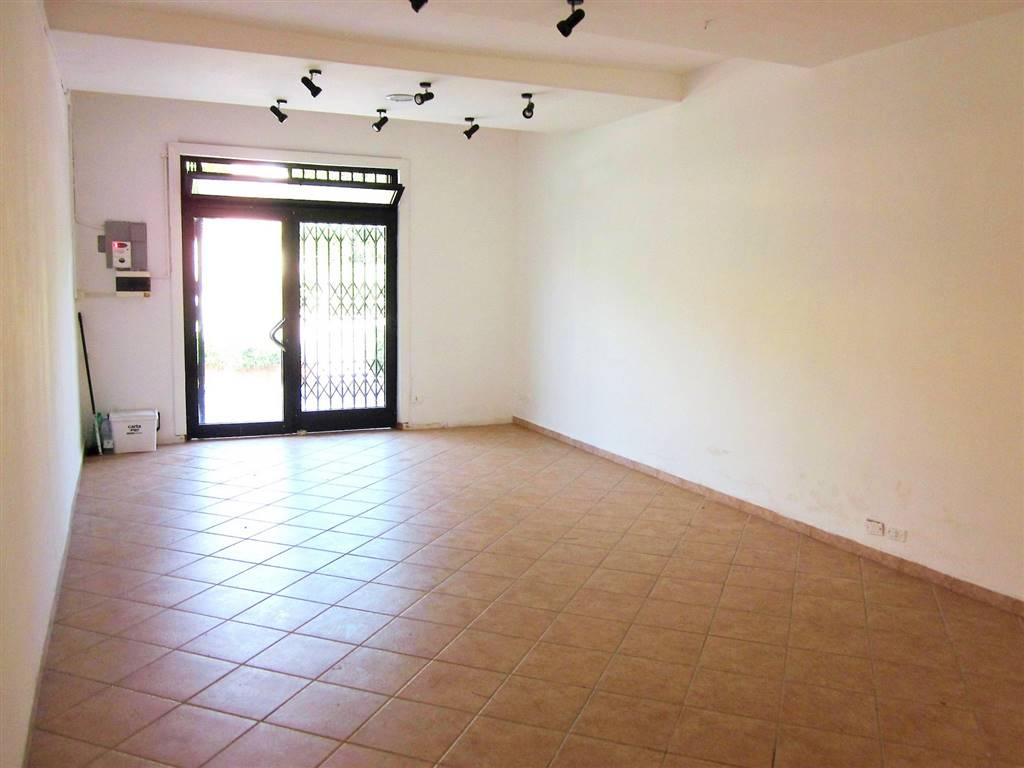 Immobile Commerciale in affitto a Sarzana, 2 locali, zona Località: SARZANA, prezzo € 600 | Cambio Casa.it