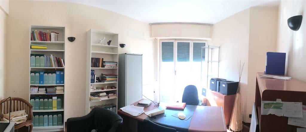 Ufficio / Studio in affitto a Sarzana, 1 locali, zona Località: CENTRO STORICO, prezzo € 250 | CambioCasa.it