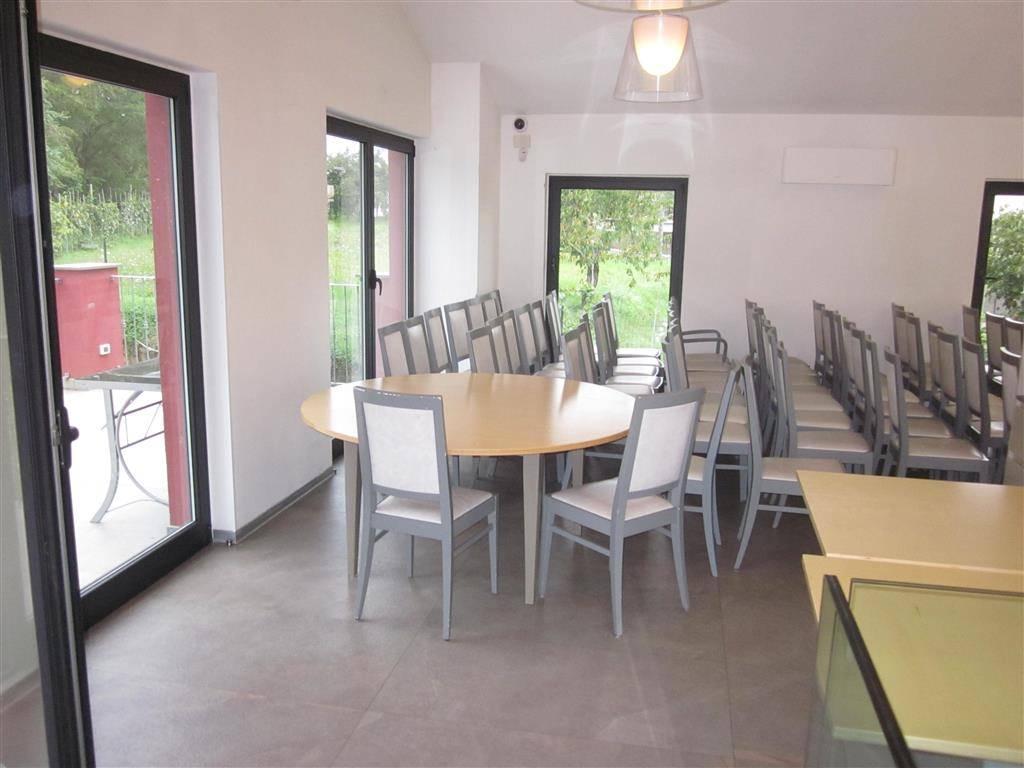 Villa in vendita a Sarzana, 8 locali, Trattative riservate | Cambio Casa.it