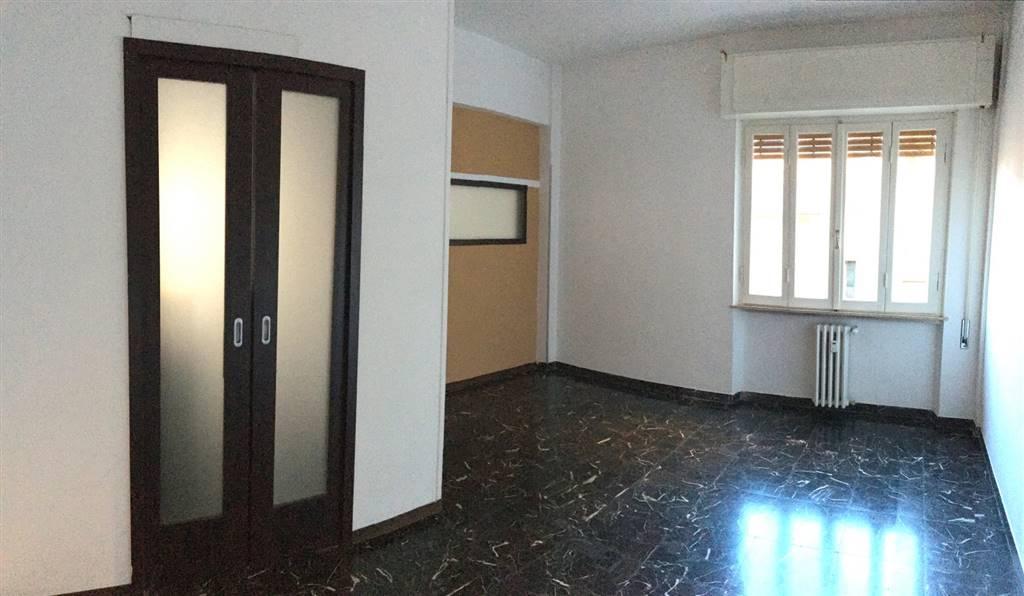 Appartamento in affitto a Sarzana, 8 locali, zona Località: CENTRO STORICO, prezzo € 700 | Cambio Casa.it