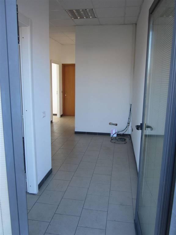 Ufficio / Studio in affitto a Sarzana, 3 locali, zona Località: VARIANTE, prezzo € 500 | Cambio Casa.it