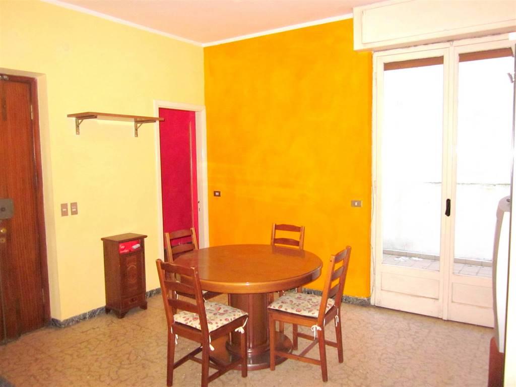 Appartamento in affitto a Sarzana, 5 locali, zona Località: SARZANA, prezzo € 650 | Cambio Casa.it